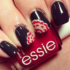 Such a cute nail design, love the colors (Essie) !