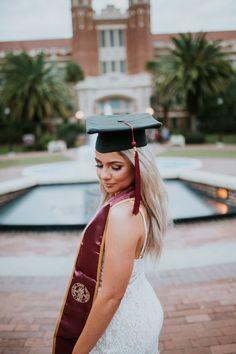 College Graduation Pictures, Graduation Picture Poses, Graduation Photoshoot, Grad Pics, Graduation Ideas, Senior Year, Senior Pictures, Graduation Photography, Senior Photography