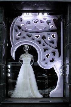Витрина салона свадебных платьев НОВIАС, Киев, Украина. / Window display of wedding shop NOVIAS, Kiev, Ukraine.