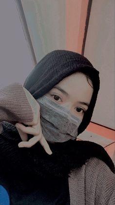 Boy Poses, Cute Girl Poses, Cute Girl Photo, Girl Photo Poses, Cute Girls, Beautiful Girl Makeup, Beautiful Hijab, Hijabi Girl, Girl Hijab