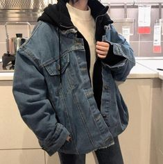 Übergroße Jeansjacke mit dicker Kapuze – … – Lady Womans Oversized denim jacket with a thick hood – … … Hipster Outfits, Mode Outfits, Casual Outfits, Fashion Outfits, Fall Outfits, Jackets Fashion, Summer Outfits, Fashion Clothes, Edgy School Outfits