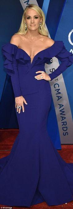 Miranda Lambert and Carrie Underwood at CMA Awards | Daily Mail Online