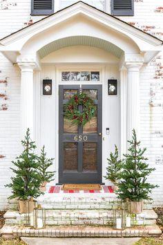 Colonial Christmas Outdoor Wreath Decor  - Bless'er House #christmas #decor
