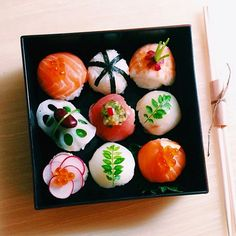 Temari sushi #sushi #vscofood #instafood #vsco #飾り寿司 #手毬寿司 もう一度アップさせてくださいね。今夜はこれを7つ作ります。お客様、喜んでくれるかなぁ