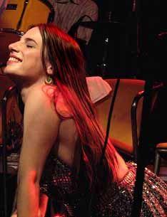 """Cantora, estilista, artista plástica e integrante do grupo carioca Orquestra Imperial, Nina Becker faz show solo nesta quarta-feira, 28, no Studio SP. Ela é a convidada desta semana do projeto Cedo e Sentado, que acontece às 21h. A artista multidisciplinar vai cantar todas as faixas do primeiro disco solo de Rita Lee, o clássico """"Build...<br /><a class=""""more-link"""" href=""""https://catracalivre.com.br/geral/urbanidade/indicacao/nina-becker-faz-show-gratuito-no-studio-sp/"""">Continue lendo »</a>"""