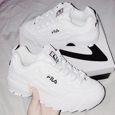 "Tenis ""Fila"" en fondo blanco y letras en negro y rojo. Source by shoes Sock Shoes, Shoe Boots, Mode Adidas, Sneakers Fashion, Fashion Shoes, Moda Sneakers, Aesthetic Shoes, Hype Shoes, Fresh Shoes"