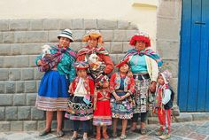 Experience the Wonders of the Inca World – Travel, Discover and Book with Dos Manos. Your Travel Agency for Quality Tours, Travel Information and an unforgettable Journey Peruvian People, Peruvian Women, Inca Empire, Animal Fibres, Best Street Art, Across The Universe, Peru Travel, Ancient Ruins, Carnival