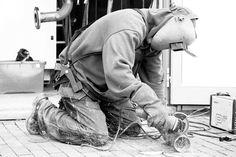 MINDER RUGPIJN MEER ENERGIE Ultieme bewegingsvrijheid Het Laevo exoskelet draag je tijdens het werk. Bij elke bukbeweging ondersteunt hij je bovenlichaamgewicht. Wat is de Laevo en hoe