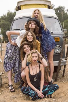Squad Goals :: Soul Sisters :: Girl Friends :: Best Friends :: Free your Wild :: See more Untamed Friendship inspiration Picture Poses, Photo Poses, Photo Shoot, Shooting Photo Amis, Best Friend Fotos, Look Hippie Chic, Group Poses, Group Photography, Travel Photography