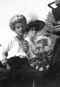 Alexei with Alexandra and Olga