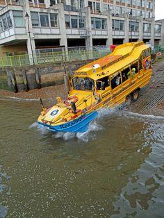 london duck tours (DUKW) Rosalind making a splash at start of tour. Westminster Bridge, Westminster Abbey, Canoa Kayak, Duck Tour, Plantagenet, River Thames, London Eye, Tall Ships, Kayaking