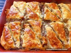 Divan burek ,kombinacija lisnatoga tijesta i tijesta za pite/yufke,,hrskav i fin .Možete ga raditi od sira i mesa ,ova je varijacija sa mesom ali u receptu ću napisati i verziju sa sirom pa izaber…