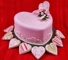 Tarta de cumpleaños con forma de corazón rosa: With Love