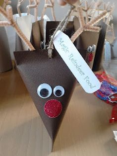 Reindeer food with holder -- dry rolled oats + glitter: C loves this, and it's easy!