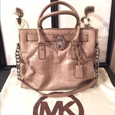 Michael Kors Hamilton Gray Python Preloved. Does show some signs of wear but has a lot of life left. Soft leather. Can be worn on the arm, on the shoulder, or cross body. Originally purchased at Nordstrom for $398+ tax. Price reflects age of model and wear. Dustbag included. ❗️Please send offers privately. Thank you ❗️ Michael Kors Bags Crossbody Bags