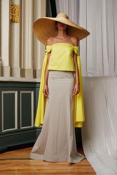 Rosie Assoulin, New York Fashion Designer, Woman's Ready to Wear, 2015 CFDA Swarovski Womenswear Winner Street Style Trends, Looks Street Style, Spring Fashion, High Fashion, Fashion Show, Womens Fashion, Fashion Design, Fashion Trends, Fashion Hats