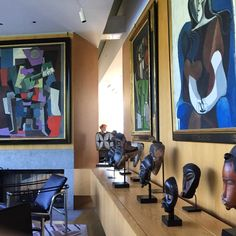 "@pfo1967 on Instagram: ""In the foreground, Pablo Picasso's ""Seated Woman on an Armchair,"" 1962, joins ""Seated Woman (Françoise),"" 1946, another works by the artist…"" African Masks, African Art, Pablo Picasso, Tribal Art, Bonsai, Armchair, Studios, Sculptures, Interiors"