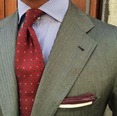 Shirt And Tie Combinations, Color Combinations, Green Suit, Suit Shirts, Grey Shirt, Wedding Suits, Pocket Square, Shirt Shop, Silk Ties