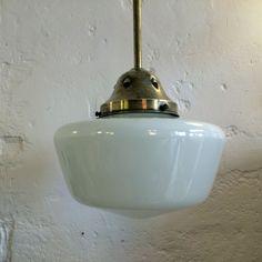 Très grand lustre ancien plafonnier abat jour globe en verre blanc opaline diamètre 35 cm