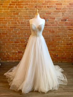 Buy Wedding Dress, Bridal Dresses, Ball Gowns, Bodice, Tulle, Formal Dresses, Size 12, Sparkle, Tattoo