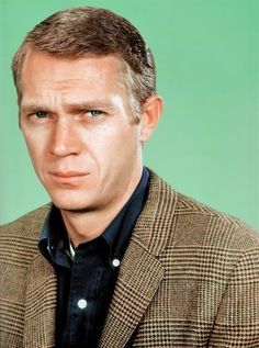 Steve McQueen donning a brown glen plaid tweed sport coat on top of a dark button-down shirt Steve Mcqueen Style, Ivy League Style, Tweed Run, Actors, Classic Hollywood, Hollywood Stars, Film, Printed Shirts, Movie Stars