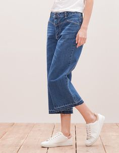 At Stradivarius you'll find 1 Denim culottes with fray trim for woman for just 9.99 £ . Visit now to discover this and more JEANS.