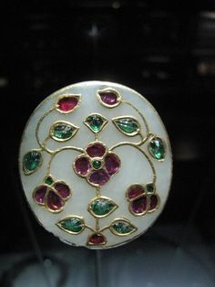 Button (?), probably made from jade, gold and inlaid gems, India, circa 18th century