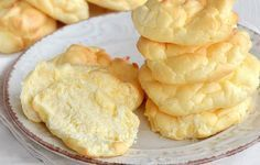 Pain Nuage à 0 SP – Plat et Recette Cloud bread at 0 SP, delicious light rolls made from 3 ingredients, easy and quick to make to accompany your meals. Ww Recipes, Mexican Food Recipes, Snack Recipes, Low Calorie Snacks, Healthy Snacks, Junk Food, Crepes, Cloud Bread, Bowl Cake