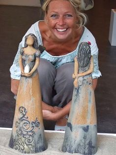 love these Keramiker Elisabeth Helvin Hand Built Pottery, Slab Pottery, Ceramic Pottery, Pottery Art, Ceramic Figures, Ceramic Artists, Clay Figures, Pottery Sculpture, Sculpture Clay
