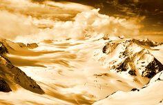 Winter Austria: View Sölden Glacier Wichtig ist die Kenntnis der geopathischen Störzonen, welcher Strahlung man ggf. ausgesetzt ist und wie der eigene Körper darauf reagiert. Wenn man beispielsweise einen Lieblingsplatz hat, an dem man sich außerordentlich wohl fühlt, sich sehr gut erholen kann, dann wird dieser Ort sicherlich frei von Belastungen sein. #ski #skilaufen #snowboard #gebirge #winter #oesterreich #Gletscher www.earthangel-family.de