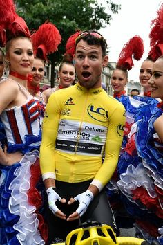 Mark Cavendish at the start of Stage 2 Tour de France 2016 AFP / jeff pachoud Cycling Bib Shorts, Cycling Outfit, Pro Cycling, Cycling Jerseys, Mark Cavendish, Chris Froome, World Of Sports, Grand Tour, Celebrity Photos