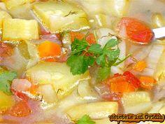 Ciorba de dovlecei, acrişoară şi răcoroasă, ca mai toate ciorbele de legume este prielnică şi primită cu poftă când suntem atinşi de căldură