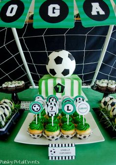 This traditional green, white & black soccer birthday party will make any little player happy on his birthday! Soccer Birthday Parties, Football Birthday, Graduation Parties, Happy Birthday, Barcelona Soccer Party, Soccer Cake, Sport Cakes, Pokemon Party, Cakes For Boys