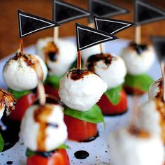 Caprese Skewers With Balsamic Drizzle recipe for wedding cocktail hour. Bite size snacks Caprese Skewers With Balsamic Drizzle recipe for wedding cocktail hour. Bridal Shower Appetizers, Wedding Appetizers, Skewer Appetizers, Caprese Appetizer, Quick Appetizers, Wedding Snacks, Appetizer Ideas, Elegant Appetizers, Canapes Ideas