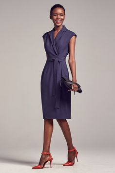 Ready to try the Catherine dress? This tailored dress combines a formal-looking collar with a flattering wrap closure and hits just below the knee. Fashion Mode, Fashion Outfits, Fashion Ideas, 80s Fashion, Fashion 2018, Fashion Trends, Style Fashion, Style Work, Latest Fashion For Women