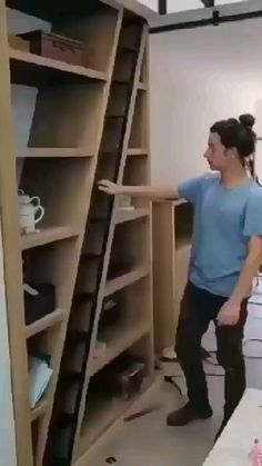 Home Stairs Design, Door Design Interior, Bookshelf Design, Interior Stairs, Diy Interior, Woodworking Furniture, Diy Furniture, Small Space Staircase, Concrete Wall Texture