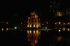 Een leuke avondwandeling kun je maken rondom het Hoan Kiem meer. Een kleine tempel is mooi verlicht en de lokale bevolking doet wat aan sport. Overdag kun je de Ngoc Son Temple bezoeken. http://www.pimenjiska.nl/tips-voor-hanoi