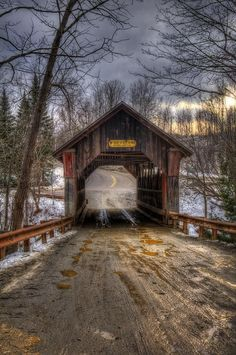 Gold Brook Coverd Bridge,also known as Stowe Hollow Bridge or Emily's Bridge in the town of Stowe, Lamoille County, Vermont, USA 🇺🇸 Old Bridges, Stowe Vermont, Vermont Winter, Country Scenes, Road Trip Usa, Old Barns, Old Buildings, Covered Bridges, Winter Scenes