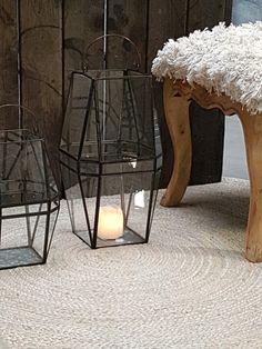 Runde tepper er alltid lette å plassere.  Dette er et i hamp. Først er det flettet, siden er flettene sydd sammen med zigg zagg til en runding