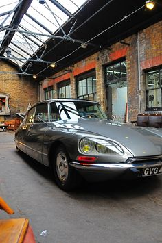 Citroen DS Pallas 1972  www.ds21.co.uk | ^  https://de.pinterest.com/pfandango/citroen-ds-21-efi-pallas-1972-gris-palladium-ac-10/
