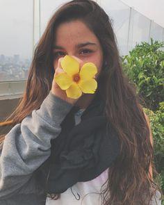 "3,222 Me gusta, 52 comentarios - Valentina Hazouri (@valentinahazouri) en Instagram: ""🌼"""