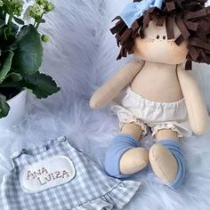 Homemade Dolls, Doll Patterns, Baby Dress, Doll Clothes, Patches, Arts And Crafts, Mini, Instagram, Handmade
