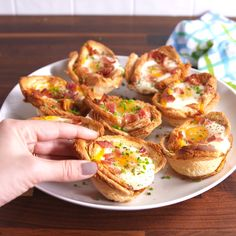 Breakfast Egg Cups Síganme como Dayanna 2502 por favor , nada les cuesta es solo un click y ¡Listo! Breakfast Dishes, Breakfast Recipes, Breakfast Toast, Mini Breakfast Food, Quick Breakfast Ideas, Healthy Egg Breakfast, Breakfast On The Go, Brunch Recipes, Brunch Ideas
