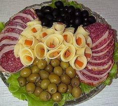 For this you would pay extra in restaurants: Chef .- For this, you would pay extra in the restaurant: The chef showed how to turn ham and cheese into the most beautiful decoration of the table! Meat Cheese Platters, Veggie Platters, Party Food Platters, Snacks To Make, Easy Snacks, Fruit Presentation, Haitian Food Recipes, Food Displays, Brunch Party