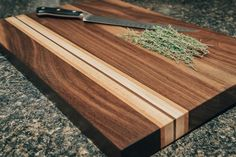 Walnut Cutting Board with Cherry and Maple stripe by FunkMade on Etsy… Diy Cutting Board, Wood Cutting Boards, Butcher Block Cutting Board, Bamboo Cutting Board, Butcher Blocks, Woodworking Joints, Woodworking Projects, Woodworking Organization, Wood Crafts