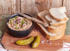 A legegyszerűbb tepertőkrém Izu, Bruschetta, Gravy, Camembert Cheese, Food And Drink, Dairy, Meat, Kitchen, Recipes