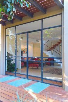 ויטרינה בלגית 4300 בשילוב עץ גושני Built In Storage, Windows And Doors, House Design, Building, Balcony, Furniture, Home Decor, Homes, Kitchen