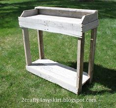 potting bench from old pallets, diy renovations projects, gardening, pallet projects Pallet Potting Bench, Potting Tables, Pallet Crates, Old Pallets, Pallet Shelves, Recycled Pallets, Wooden Pallets, Pallet Wood, Pallet Tables