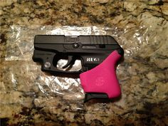 I WANT!!!     Ruger LCP  CT Crimson Trace Pink Hogue .380