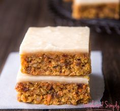 Quick and Easy Raw Carrot Cake. Simple, delicious and free from gluten, grains, dairy, egg and refined sugar. Enjoy.